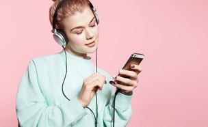 האם שימוש באוזניות עלול לפגוע בשמיעה? (צילום: shutterstock)