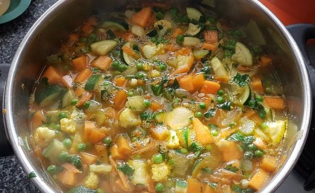 מרק ירקות מושלם לדיאטה (צילום: דנה בר-אל שוורץ, אוכל טוב)