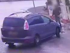 """הנהג יצא למלא אוויר, הגנב נכנס לרכב ונסע (צילום: מתוך """"חדשות הבוקר"""" , קשת 12)"""