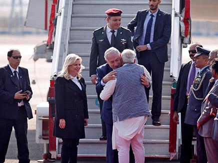 בני הזוג נתניהו נוחתים בהודו