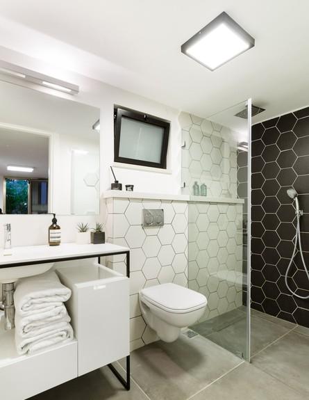 מיכל מטלון, מקלחת (צילום: אורית ארנון)
