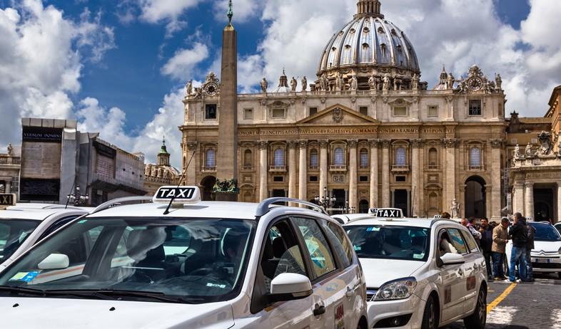 מוניות ברומא (צילום: Marius GODOI, shutterstock)
