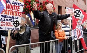 """פעילי ימין  - """"סותמים לנו את הפה"""" (צילום: רוירטס)"""