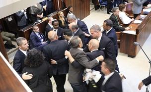 מהומת הח''כים הערבים בנאומו של פנס (צילום: חדשות 2)