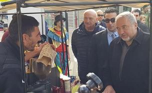 ליברמן במחאה באשדוד (צילום: ללא)