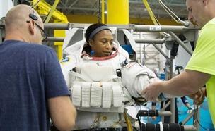 אפס במהלך האימונים (צילום: fox news, NASA)