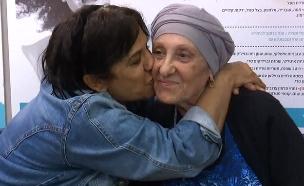 צפו במפגש המרגש בין 2 האחיות (צילום: החדשות)