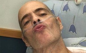 התמונה שהעלה הזמר אדם מבית החולים (צילום: מתוך עמוד הפייסבוק הרשמי של אדם)