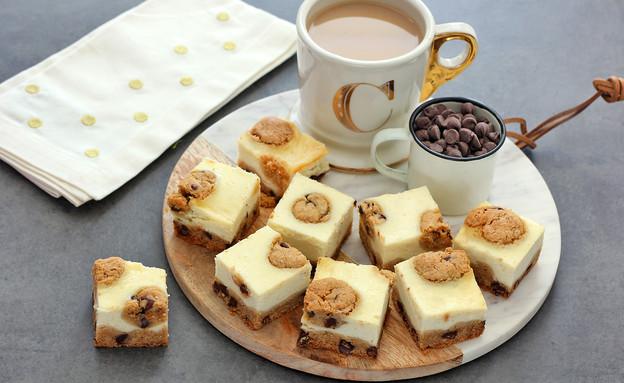 קוביות עוגת גבינה ושוקולד צ'יפס (צילום: ענבל לביא, אוכל טוב)