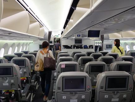 באיטליה כבר מיישמים: חל איסור לשים ציוד בתאי האחסון במטוס