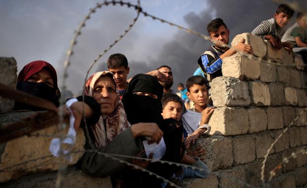 האוכלוסיה ניצלה כל הזדמנות להימלט (צילום: רויטרס)