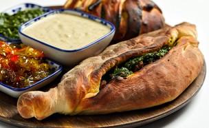 שמבורכ- מאפה במילוי תפוחי אדמה ובשר (צילום: אמיר מנחם, מאסטר שף)