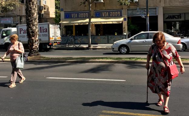 רחוב אבן גבירול בתל אביב. אין מקום לחצות (צילום: מירב מורן, TheMarker)