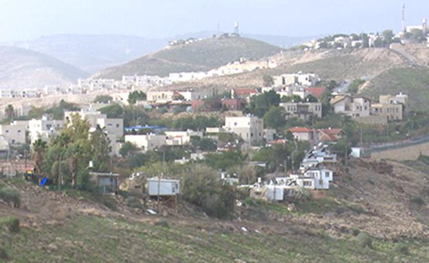 היישוב השכן כפר אדומים (צילום: החדשות)