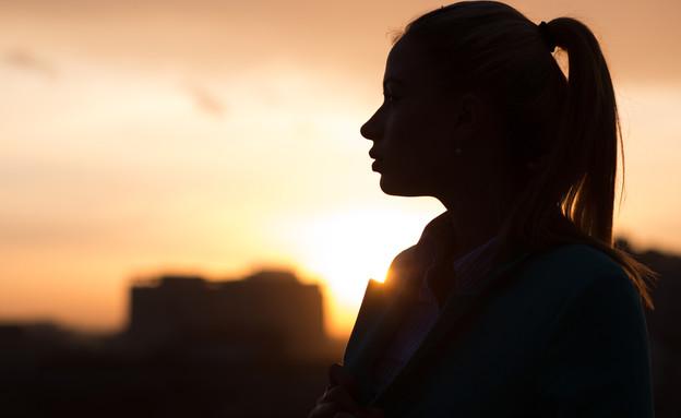 בחורה בשקיעה (אילוסטרציה: kateafter   Shutterstock.com )