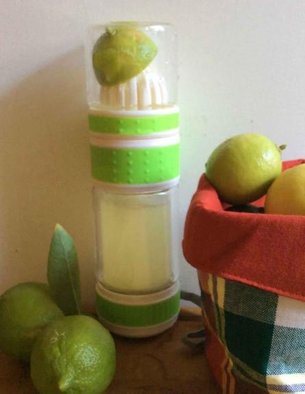 בקבוק לשתיית פרי הדר (צילום: מירי צל דונטי, אוכל טוב)