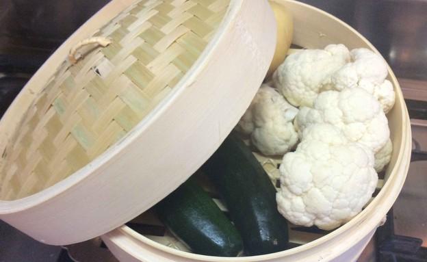 כלי אידוי דו קומתי מבמבוק  (צילום: מירי צל דונטי, אוכל טוב)