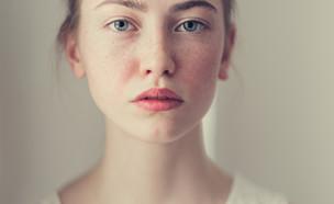 אישה קלוז אפ פנים (צילום: shutterstock)