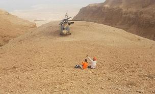 איתור וחילוץ המטייל (צילום: דוברות יחידת החילוץ עציון)