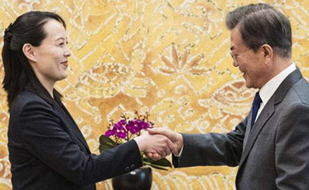 קים יו-ג'ונג והנשיא מון (צילום: AP)