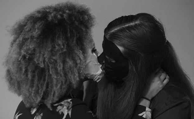 זרים מתנשקים (צילום: KOG הפקות תוכן)