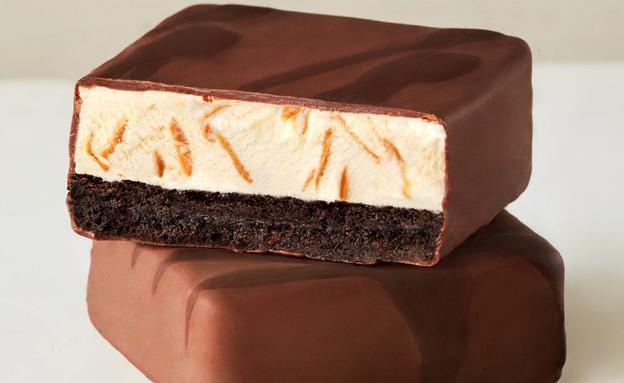 עוגיית גלידה מצופת שוקולד האגן דאז (צילום: האגן דאז)