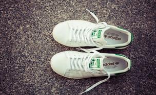 נעלי אדידס (צילום:  2p2play , ShutterStock)