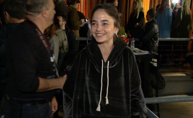 """מה אתם חושבים על ה""""שמלה-טרנינג""""? (צילום: מתוך """"ערב טוב עם גיא פינס"""", קשת 12)"""