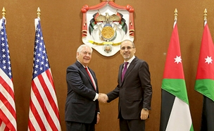 טילרסון ועמיתו הירדני (צילום: AP)