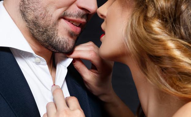 זוג מתנשק (אילוסטרציה: By Dafna A.meron, shutterstock)