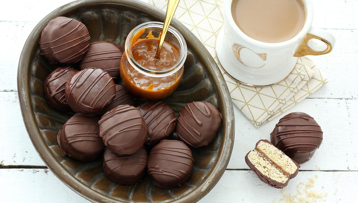 אלפחורס הוואנה בציפוי שוקולד (צילום: ענבל לביא, אוכל טוב)