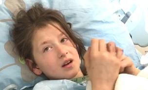 חנה גרשמן, בת ה-8 משחזרת את התקיפה (צילום: החדשות)