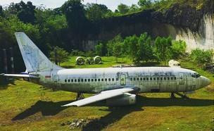 מטוס נטוש בבאלי (צילום: gorgeousprincessnic, אינסטגרם)
