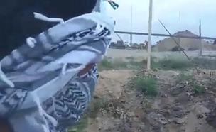 """צפו בעימות המילולי בין פלסטינים לצה""""ל"""