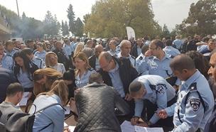 מאות שוטרים התגייסו (צילום: דוברות המשטרה)
