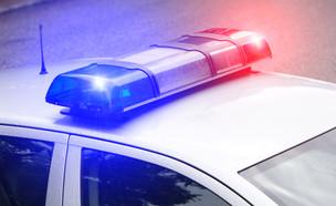 אורות מהבהבים על מכונית משטרה (צילום: photokup, Shutterstock)