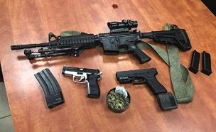 בין כלי הנשק שנתפסו (צילום: דוברות המשטרה)