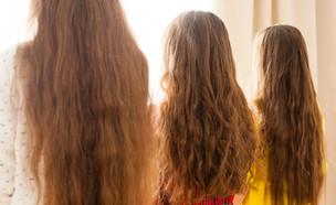 ילדות עם שיער ארוך (אילוסטרציה: kateafter | Shutterstock.com )