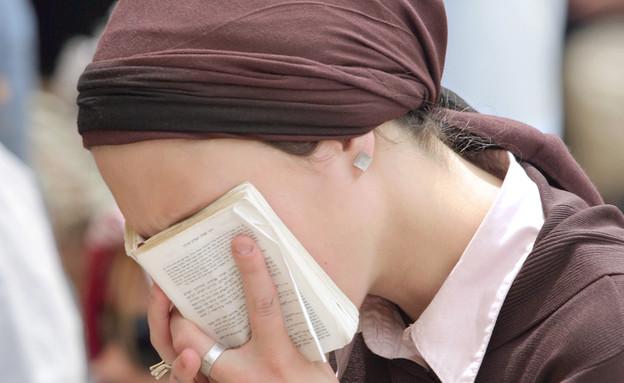 אישה מתפללת (אילוסטרציה: kateafter | Shutterstock.com )