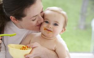תינוק אוכל -אמא בוחרת (צילום: Marcy Maloy, GettyImages IL)