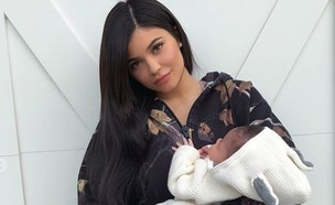 קיילי ג'נר וסטורמי (צילום: מסך, instagram)