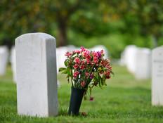 האב הצליח למתוח את קרוביו - מתוך הקבר. צפו