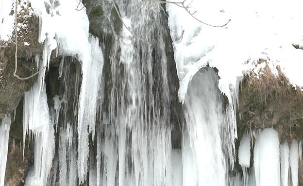 גל הקור באירופה: גם מפלים קפאו