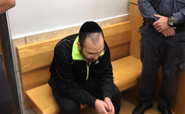 """האב התייצב מול רוצח בתו: """"נאצי"""" (צילום: החדשות)"""