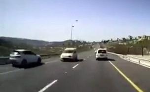 תיעוד: נסע נגד הכיוון וכמעט התנגש ברכב (צילום: אור ירוק)