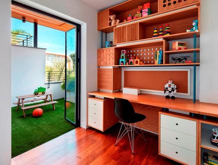 בית בתל אביב, סמט אדריכלים, חדר עבודה (צילום: שי גיל)