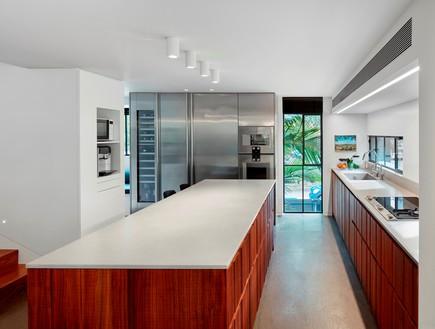 בית בתל אביב, סמט אדריכלים, מטבח (צילום: שי גיל)
