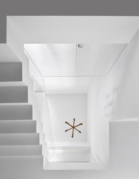 בית בתל אביב, ג, סמט אדריכלים, מדרגות (צילום: שי גיל)