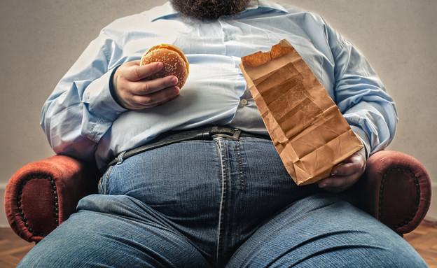 גבר אוכל (צילום: shutterstock   Ollyy)