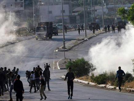 פלסטיני נהרג בעימותים בחברון